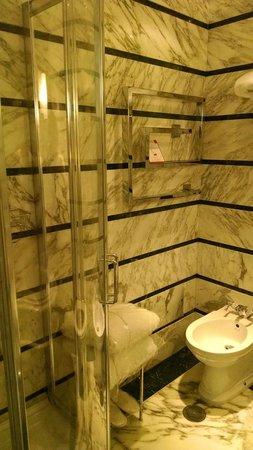 La Ciliegina Lifestyle Hotel: Bath/Shower