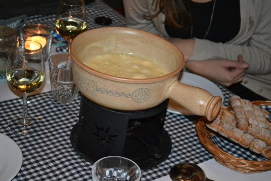 Saanewald Lodge: Cheese Fondue in the Restaurant