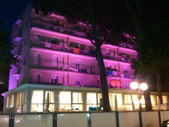 Color San Marco Yacht Hotel Mi.Ma : Hotel di sera