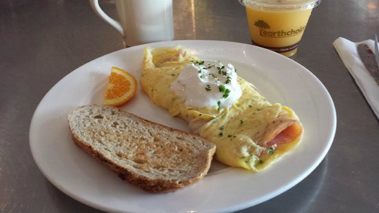 La Mie Bakery: Ham and cheese omelet