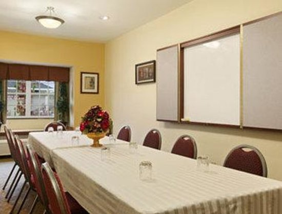 Microtel Inn & Suites by Wyndham York : Meeting Room