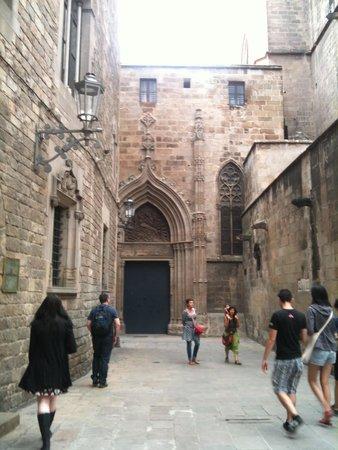 Gothic Quarter (Barri Gotic): Quaint streets