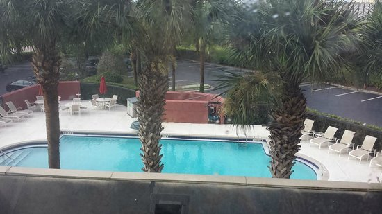 Hampton Inn Orlando International Drive/Convention Center: view of pool from room 302