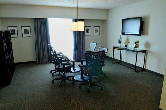 Hilton Garden Inn Louisville Northeast: Executive Suite
