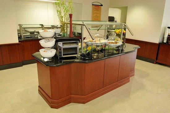 Hilton Garden Inn Louisville Northeast: Breakfast Buffet