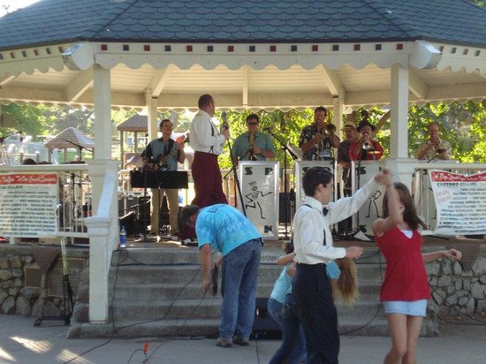 Holiday Inn Express Hotel & Suites Atascadero: Downtown Templeton's Concerts in the Park