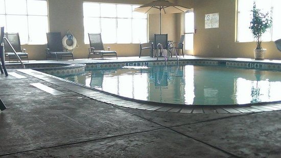 Holiday Inn Express Hotel & Suites Denison North : Swimming Pool