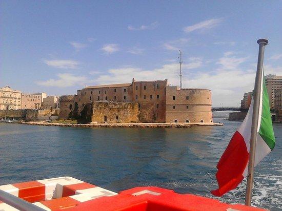 Castello Aragonese : Vista da Mar Grande con Ponte Girevole