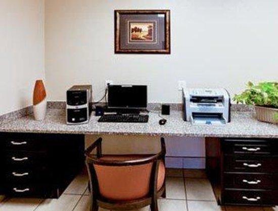 Hawthorn Suites by Wyndham: Business Center