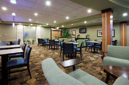 Holiday Inn Express Hotel & Suites Madison-Verona: Breakfast Area Seating Area