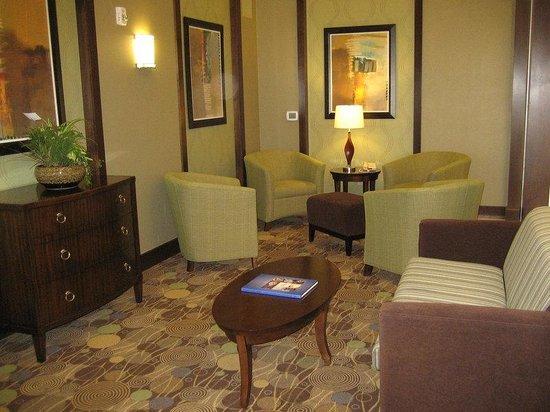 Holiday Inn Express Hotel & Suites Madison-Verona: Hotel Lobby