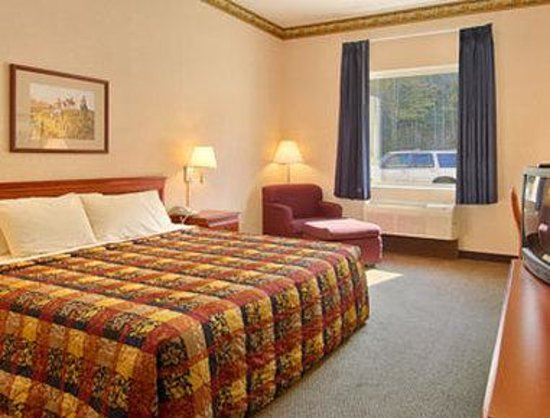 West Liberty, KY: Standard King Bed Room