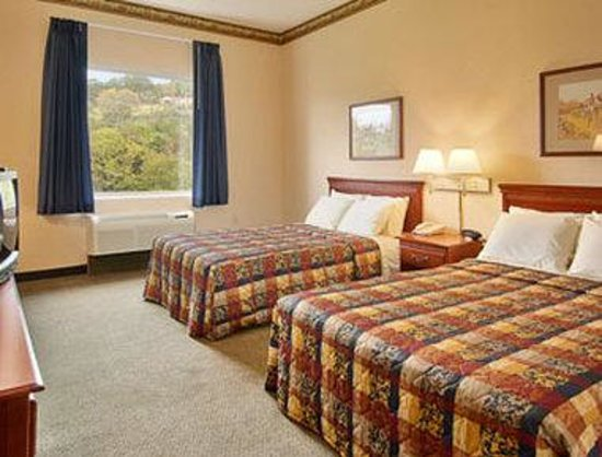 West Liberty, KY: Standard Two Double Bed Room