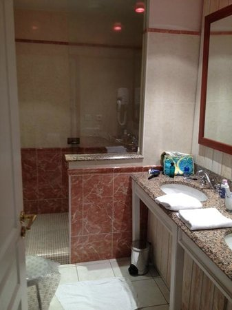 Manoir du Cunningham Hotel: superbe douche à l'italienne