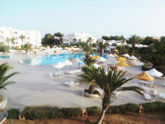 Hotel Isis Thalasso & Spa : Vue de notre chambre sur la piscine