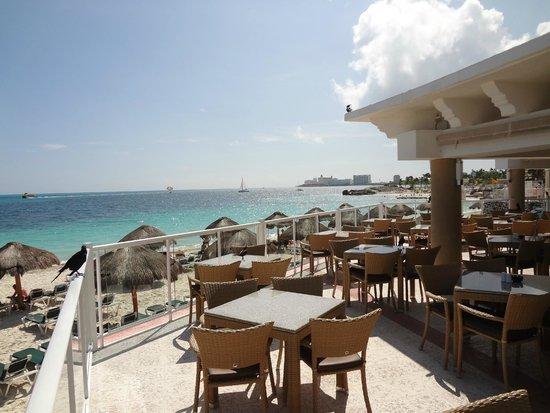 Hotel Riu Caribe: Poolside Buffet