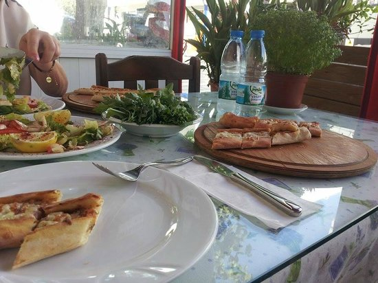 Turkish pizza in bodrum picture of antik akdeniz bodrum for Akdeniz turkish cuisine