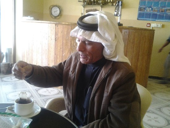 Arab Divers: Coffee or tea with simple breakfast