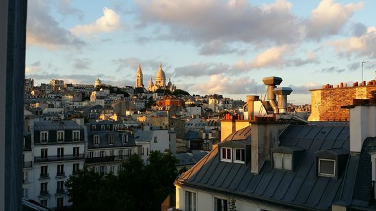 Hotel Royal Fromentin: View of Sacre Coeur from our room