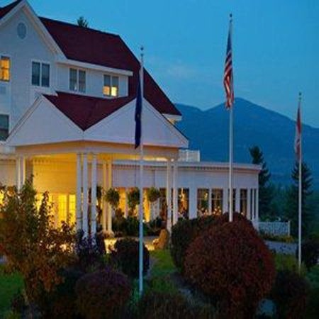 White Mountain Hotel and Resort : Night Exterior
