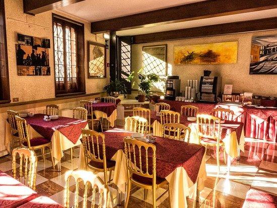 Hotel La Fenice Et Des Artistes : Breakfast is Served Here