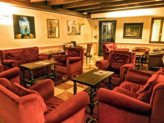 Hotel La Fenice Et Des Artistes : Living Room Comfort