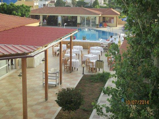 Lavris Hotel Bungalows : inden græsk aften