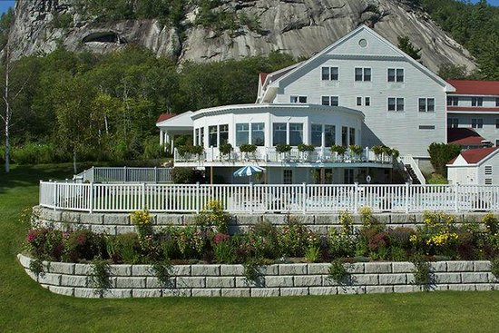 White Mountain Hotel and Resort: White Mountain Hotel in Summer