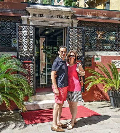 Hotel La Fenice Et Des Artistes: In front of La Fenice's Entrance