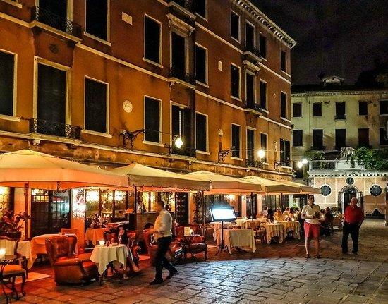 Hotel La Fenice Et Des Artistes : Stunning Outside Restaurant Dining