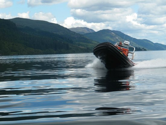 Cruise Loch Ness: Speedboat tour of the Loch