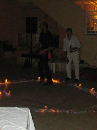 Lavris Hotel Bungalows : græsk aften