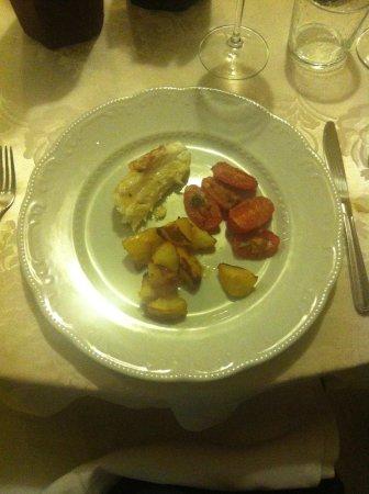 Trattoria Dalla Nana : Assaggio di coda di rospo con patate e pomodorini al forno