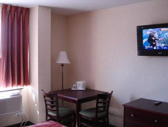 Knights Inn Orillia : Guest Room