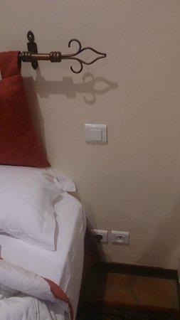 Hotel Mogador: 壁のコンセント