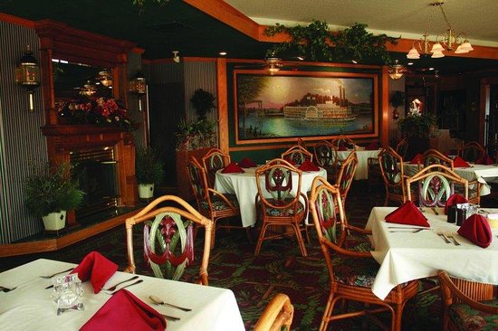 Fulton Steamboat Inn: Huckleberries Restaurant