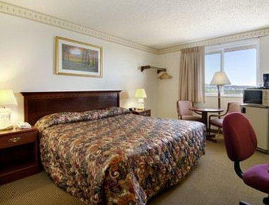 Super 8 Colorado Springs/Chestnut Street : Standard One King Bed Room