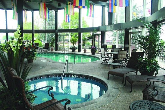 Fulton Steamboat Inn: Relax at our Indoor Pool and Whirlpool