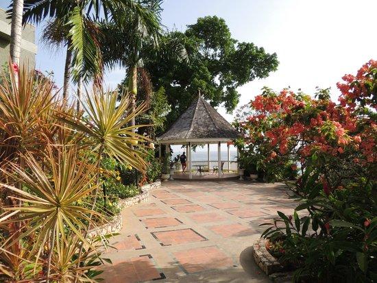 Sandals Ochi Beach Resort: Reef terrace