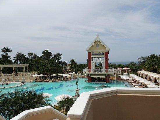 Sandals Ochi Beach Resort: Manor pool