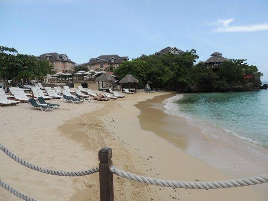 Sandals Ochi Beach Resort: Beach club