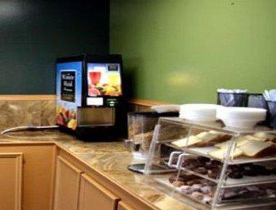 Knight Inn New Orleans: Breakfast Setup