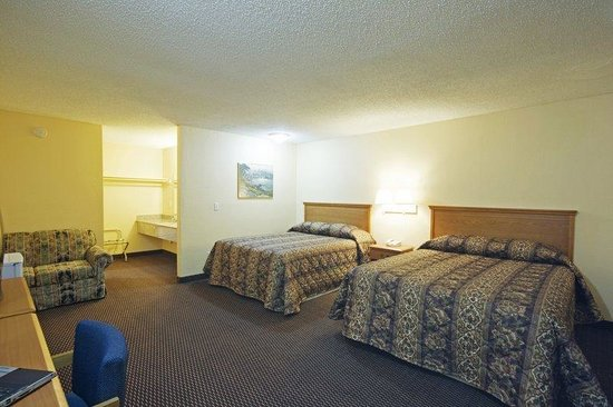 Americas Best Value Inn Pryor: Two Double Beds