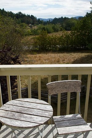 Corbett House Country Inn: Deck and view from room