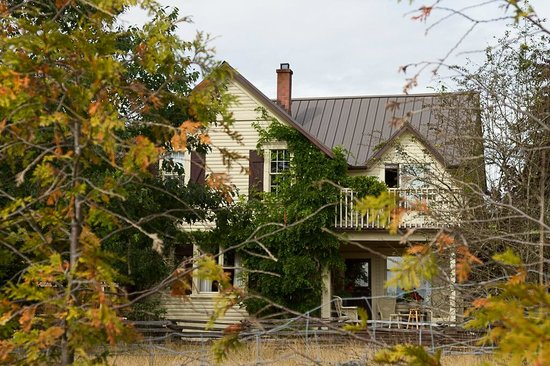 Corbett House Country Inn: Corbett House in the fall