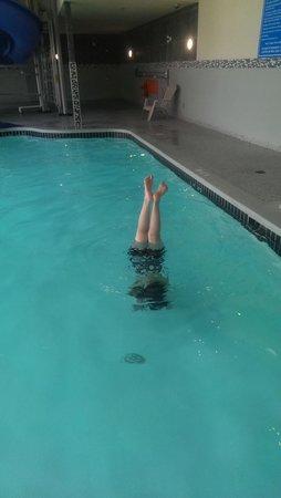 Days Inn - Regina Airport West: Having fun in the pool
