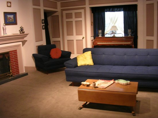 Lucille Ball Desi Arnaz Museum : Replica set from the TV show