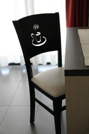 Acetaia del Balsamico Trentino Bed & Breakfast: Stuhl im Schlafraum Suite