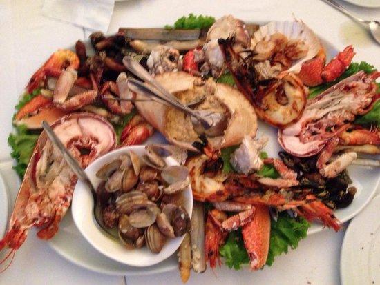 Mixed Seafood Platter at 5 Oceanos