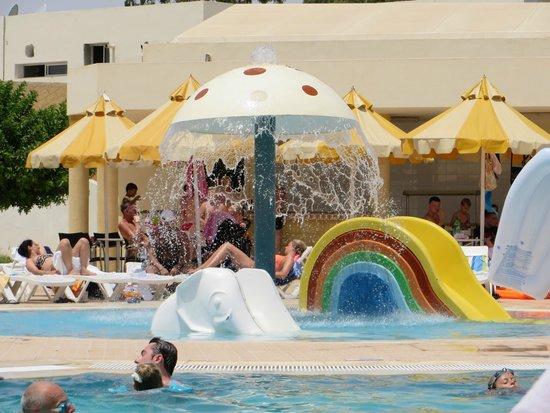 Omar Khayam Club : piscine enfant